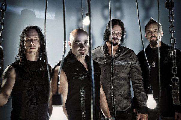 Disturbed en zanger Papa Roach coveren Rage Against the Machine
