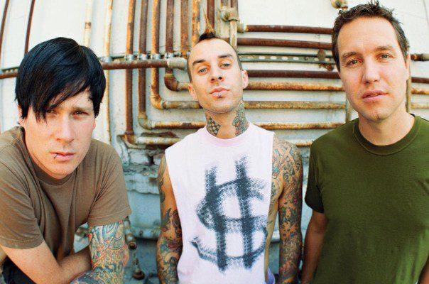 "Blink-182 deelt video voor ""She's Out of Her Mind"""