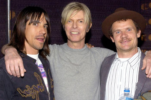 Red Hot Chili Peppers speelt David Bowie